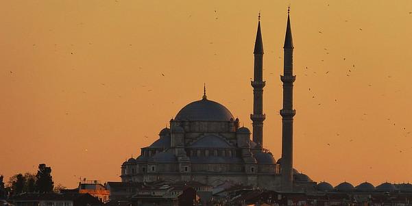 Turquie: 2 560 membres du clergé limogés