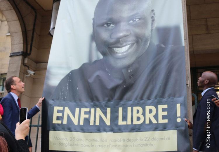 Mercredi 10 août, Patrick Bessac, le maire de Montreuil, et Moussa Tchantchuing, ont décroché le portrait de l'humanitaire qui avait été fixé sur le fronton de l'hôtel de ville pendant 7 mois. Un geste qui symbolise la libération du Montreuillois.