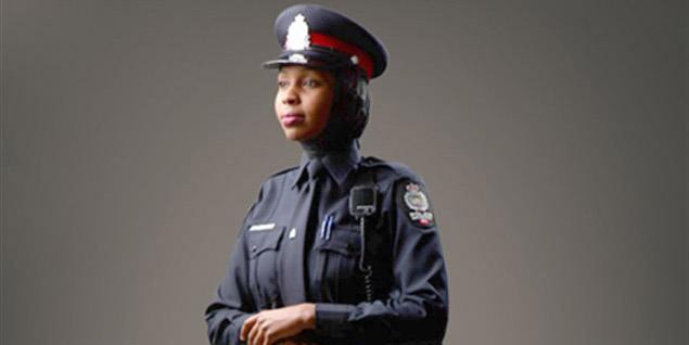 Une policière d'Edmonton, au Canada.