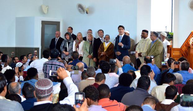 Le Premier ministre du Canada Justin Trudeau s'est rendu à la mosquée d'Ottawa pour présenter ses vœux auprès des musulmans pour l'Aïd al-Adha. © Karen McCrimmon