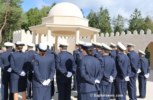 A Verdun, la plupart des aumôniers militaires musulmans arboraient leur tenue interarmées (bleue). Ces derniers sont en effet amenés à servir les quatre armées (armée de terre, armée de l'air, marine et gendarmerie). © Saphirnews.com