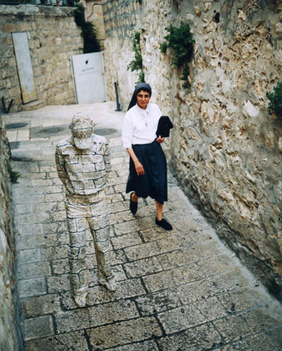 Liu Bolin hiding in Italy.