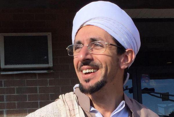 Hamdi Ben Aïssa, un dignitaire musulman canadien, s'est rendu en France, à Saint-Etienne-du-Rouvray, pour témoigner sa solidarité auprès des catholiques.