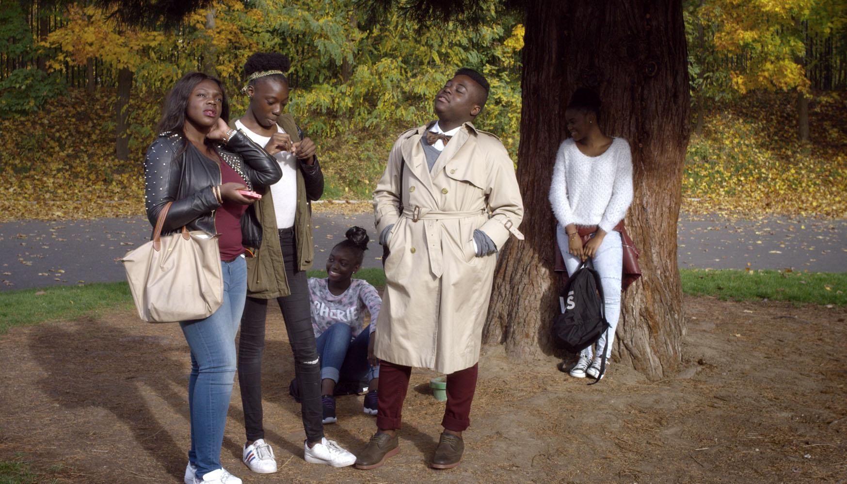 Les élèves du collège Claude Debussy dépeints avec swag dans le documentaire Swagger d'Olivier Babinet, ici dans la cour © Ronan Merot.