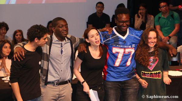 Les quatre finalistes dont Eddy Moniot (à g.) et Souleila Mahiddin (à dr.), entourant une membre du jury Eloquentia.