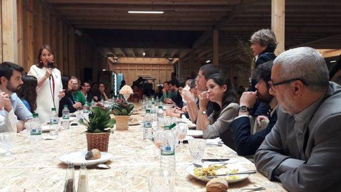 Le président du Secours islamique France Rachid Lahlou (à dr.), représentant de la Coordination Sud, à la rencontre avec Ségolène Royal, ministre de l'Environnement le 12 novembre en pleine COP22 au Maroc.