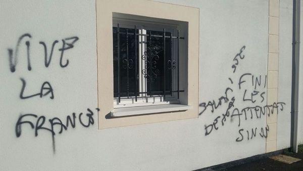 Des tags islamophobes ont été retrouvés lundi 28 novembre sur un mur de la mosquée de Mérignac.