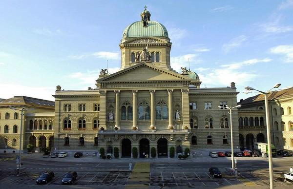 Suisse : l'initiative « contre l'immigration de masse » adoptée