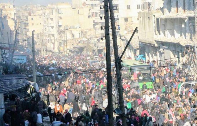 Au quartier Soukari, l'évacuation des 80 000 habitants d'Alep-Est par bus. © Syria Charity