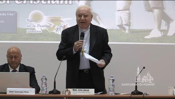 L'archevêque de Pompéi (Italie) Carlo Liberatii.