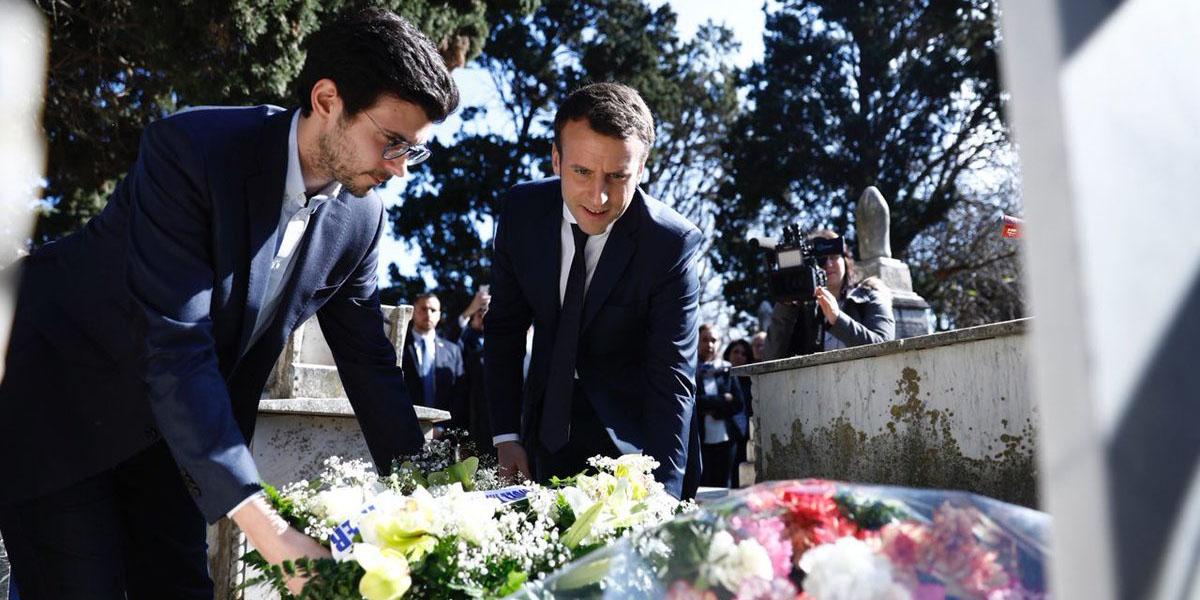 Emmanuel Macron en Algérie, déposant une gerbe de fleurs sur la tombe de Roger Hanin, comédien franco-algérien. (Twitter)