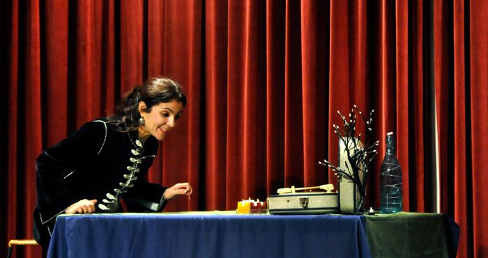 « La Civilisation, ma mère ! » est un des spectacles programmés dans le cadre des « Traversées du monde arabe », qui ont lieu du 21 février au 31 mars au Tarmac (Paris 20e). (photo © Karim Troussi)