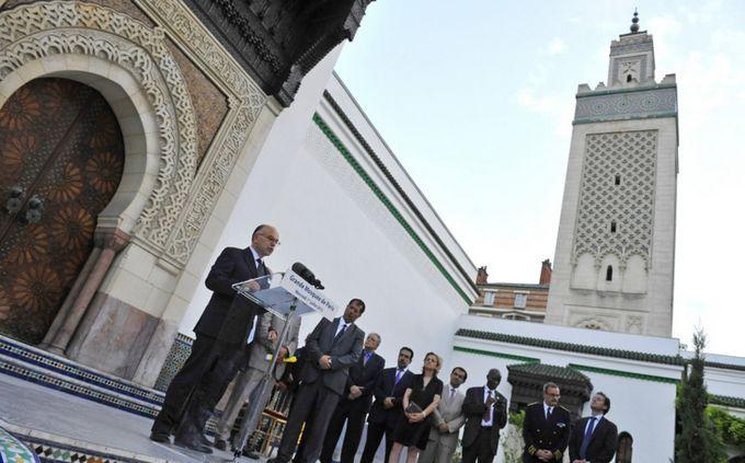 A la Grande Mosquée de Paris avec Bernard Cazeneuve, alors ministre de l'Intérieur.