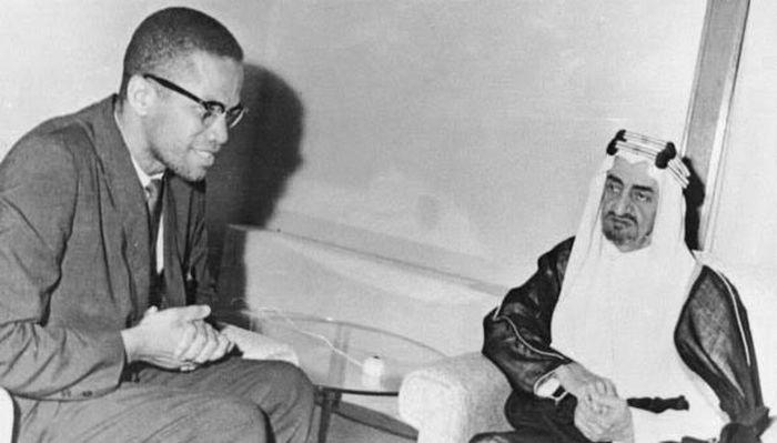 Malcolm X et le prince Fayçal d'Arabie Saoudite en 1964.