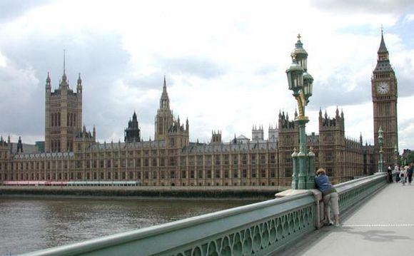 Londres : quatre morts dans une attaque devant le Parlement de Westminster