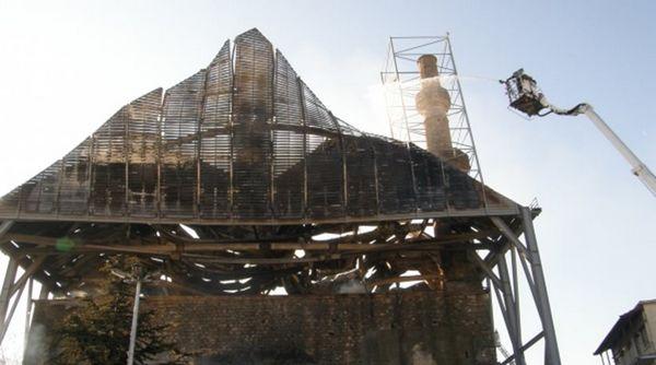Grèce : une mosquée vieille de 600 ans ravagée par un incendie (vidéo)