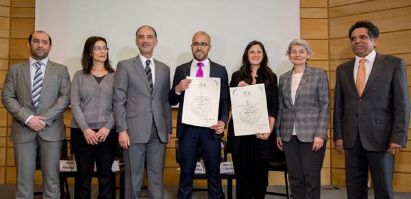Les artistes Bahia Shebab et El Seed ont reçu  le prix UNESCO-Sharjah pour leurs travaux dans le calligraffiti. © Unesco