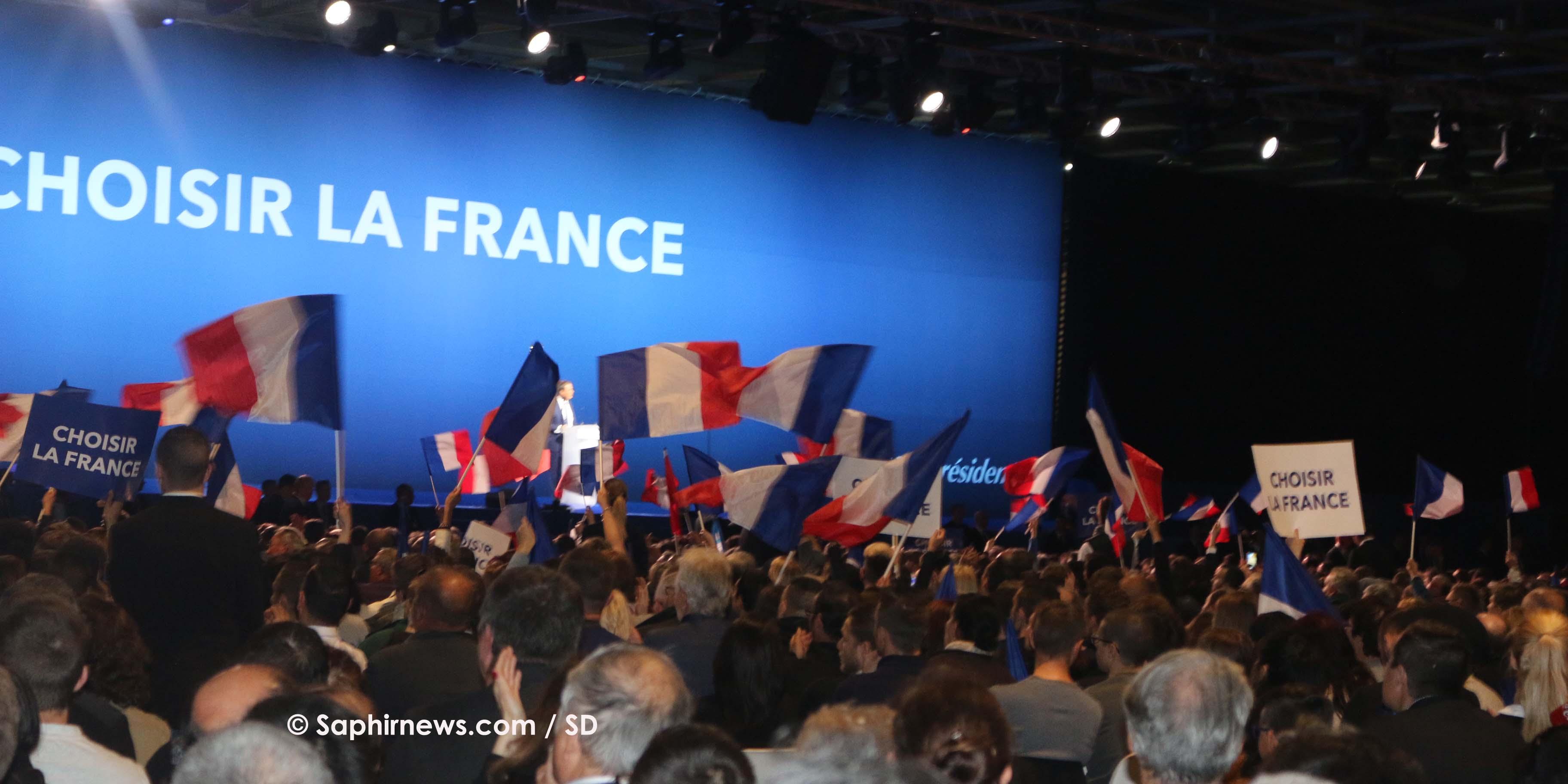 Au coeur du meeting de Marine Le Pen, rencontre avec des jeunes de Villepinte