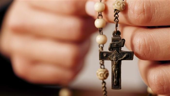 Présidentielle 2017 : l'électorat catholique tiraillé entre Macron et Le Pen