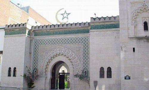 Les musulmans appelés à voter Macron par la Grande Mosquée de Paris