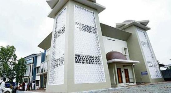 La mosquée Al-Rahma, près de Malappuram, est la première d'Inde à proposer des sermons en langue des signes pour ses fidèles malentendants.