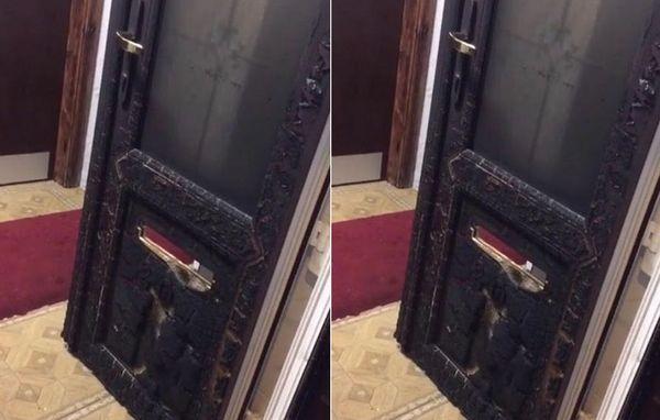 La mosquée Jamia Qasmia Zahidia à Oldham, près de Manchester, a été la cible d'un incendie criminel quelques heurs après l'attentat au Manchester Arena. A l'image, la porte d'entrée du centre islamique (Facebook).