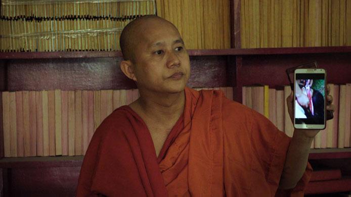 Après la projection au festival de Cannes du film « Le Vénérable W. », de Barbet Schroeder (en salles depuis le 7 juin), le mouvement intégriste Ma Ba Tha, emmené par le moine bouddhiste Wirathu a été interdit par les autorités birmanes. Mais fin mai 2017, un autre parti politique est né sous l'appellation des « 135 patriotes unis » réunissant les adeptes de la pensée extrémiste de Wirathu. (photo © Les films du losange)