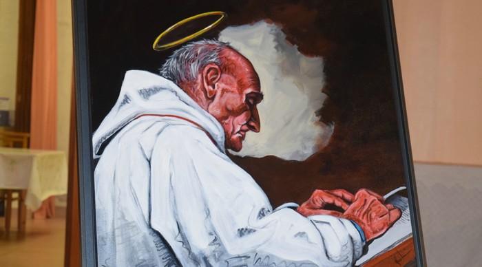 Un tableau représentant le prêtre Jacques Hamel, tué en juillet 2016 dans son église à Saint-Etienne-du-Rouvray (© Blog Ser-Ta-Paroisse)