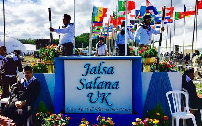 La Jalsa Salana est un rendez-vous annuel pour les Ahmadis, instauré depuis 126 ans. Elle a eu lieu cette année en Grande-Bretagne. © Asif Arif