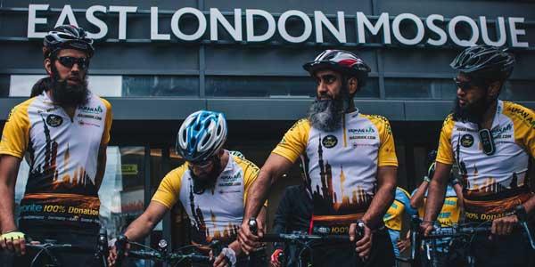 Hajj 2017 : 8 Britanniques à vélo vers La Mecque pour aider la Syrie