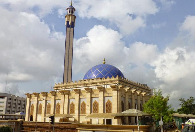 La mosquée d'Abidjan, en Côte d'Ivoire, pays qui accueille du 11 au 16 août 2017 l'université d'été du Colloque international des musulmans de l'espace francophone (CIMEF-CILE).