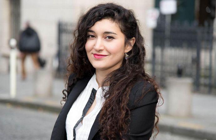 Sera-t-elle la première sénatrice rom de France ? Anina Ciuciu, militante de La voix des Rroms, présente sa candidature aux élections sénatoriales, le 24 septembre. © DR