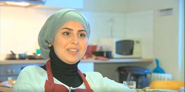 Malakeh Jazmati, la réfugiée syrienne, est devenue une as de la cuisine en Allemagne, jusqu'à avoir fait goûté ses plats à la chancelière Angela Merkel.