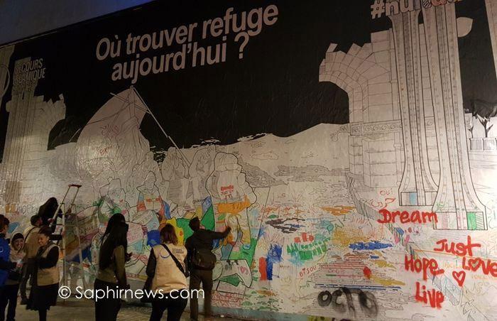 Une fresque participative a été mise en place par le Secours islamique France, quai de Valmy (Paris – 19e) sur le thème de la question des réfugiés lors de la Nuit blanche dans la nuit du 7 au 8 octobre. © Saphirnews