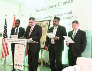 La déclaration finale lue par les trois représentants religieux de la Caravane américaine pour la paix. De dr. à g. : Bruce Lustig, Mohamed Magid et Bob Roberts. © H. Zouitni/CGC