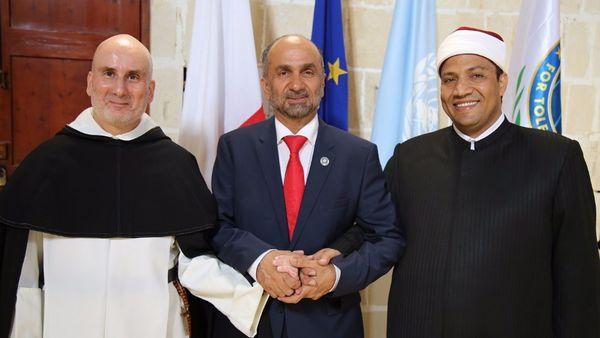 Le Conseil mondial pour la tolérance et la paix (GCTP) a été lancé à Malte jeudi 2 novembre. A sa tête, Ahmed bin Mohammed Al Jarwan (au centre), entouré ici d'un représentant d'Al Azhar et de l'Eglise de Malte.