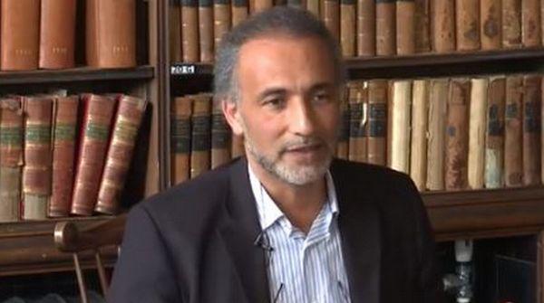 Tariq Ramadan, ici lors d'une conférence à Oxford, est mis en congé de l'université « d'un commun accord », a annoncé Oxford et l'islamologue mardi 7 novembre. © Oxford Union / Youtube
