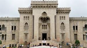 Ouverte en 1918, l'Université d'Osmania est, dans l'État de Hyderabad, est l'une des plus anciennes facultés d'Inde.