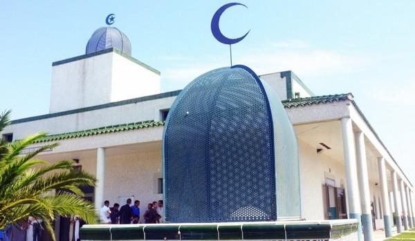 Un rassemblement à la mosquée de la fraternité à Perpignan a été organisé, jeudi 21 décembre, en hommage aux victimes de l'accident de Millas le 14 décembre. © Miloud Kerzazi alias Sous-France