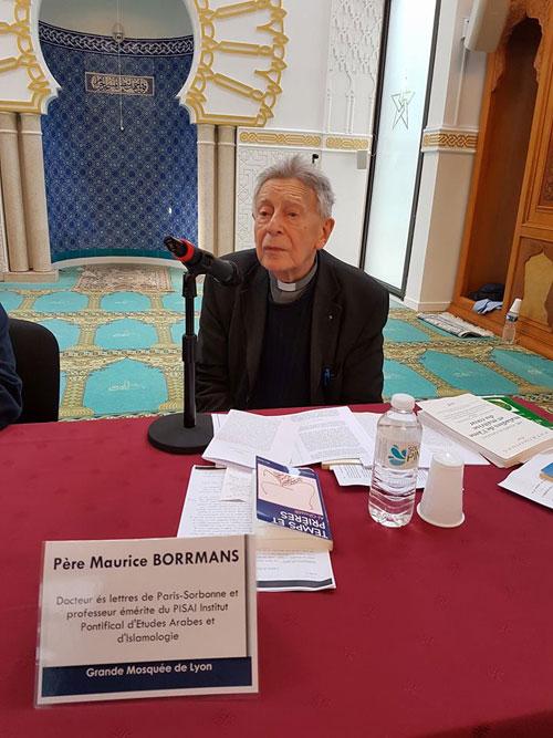 Le P. Maurice Borrmans, lors de sa conférence « Al-Ghazâlî est-il un maitre spirituel ? Et pour qui ? », qu'il donne le 4 mai 2017, à la Grande Mosquée de Lyon. (photo © GML)