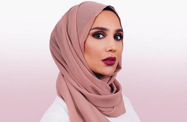 Amena Khan est la nouvelle égérie voilée de L'Oréal Paris qui fait sensation. © Instagram / Amena Khan