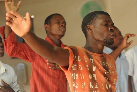 Pourquoi plus de 700 églises et une mosquée ont fermé au Rwanda