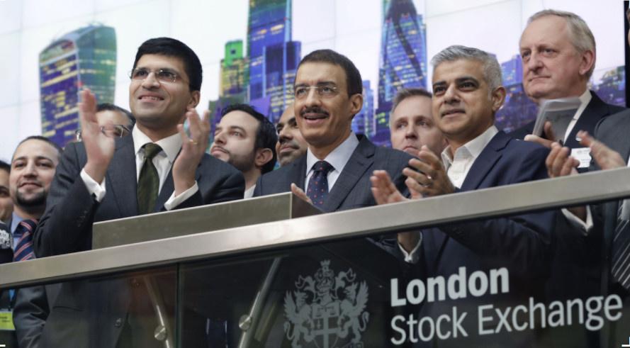 La Banque islamique de développement (BID), dirigé par Bandar Hajjar (au centre) a organisé, lundi 5 mars, un sommet réunissant les principaux acteurs de la finance islamique à la Bourse de Londres ainsi que le maire Sadiq Khan (à droite). © Freuds