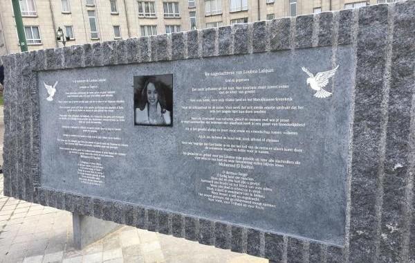 Une stèle en la mémoire de Loubna Lafquiri a été inaugurée le 21 mars 2018, deux ans après les attentats de Bruxelles qui ont tué cette Belgo-Marocaine de confession musulmane. © SudPresse