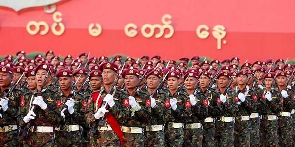 Birmanie : des militaires condamnés à dix ans de prison pour le meurtre de Rohingyas