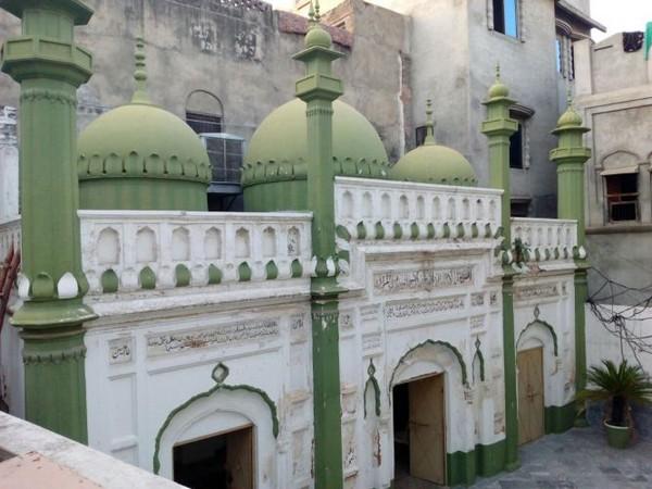 La mosquée Mubarak, à Sialkot, au Pakistan, a été détruite le 24 mai par une foule nourrie par la haine des Ahmadis à qui le lieu de culte appartient. A l'image, la mosquée avant sa destruction.