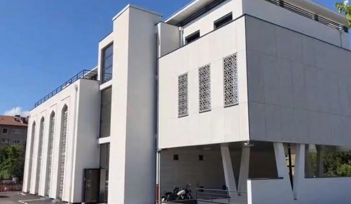 Quatorze ans après l'incendie criminel, la mosquée d'Annecy inaugurée : « A nous de donner l'exemple »