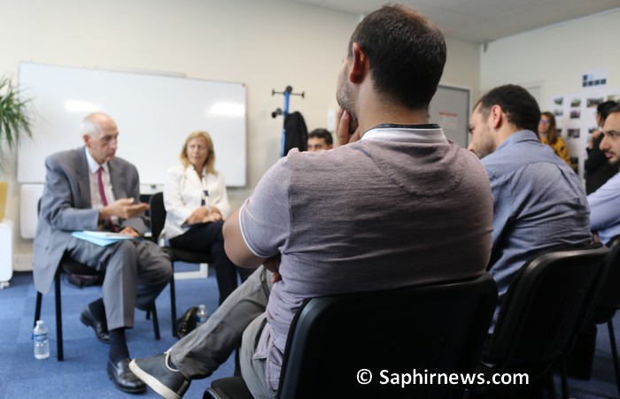 Le préfet de Paris à la rencontre d'imams franciliens en formation au français