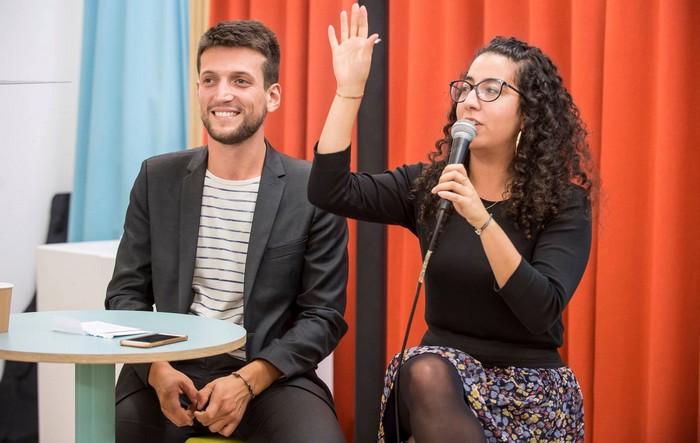 """Au lancement du livre """"Fraternité radicale"""" de Samuel Grzybowski, fondateur du mouvement Coexister, le 17 octobre 2018, aux côtés de la présidente de Coexister Radia Bakkouch. © CorineSimon / CoexisterFrance"""