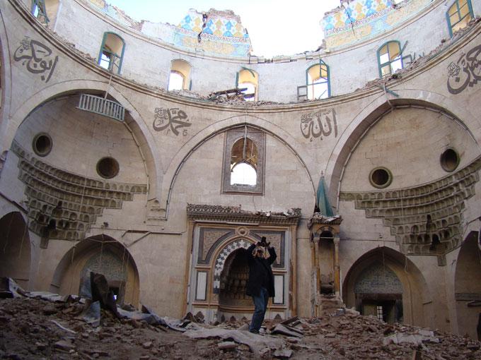 La fondation ALIPH, créée à l'initiative de la France et des Émirats arabes unis, finance des programmes de prévention, de gestion de crise et de réhabilitation des patrimoines culturels menacés de pillage ou de destruction dans les zones de conflits armés. Ici, une mosquée détruite à Alep, en Syrie. (Photo : ICONEM / DGAM)